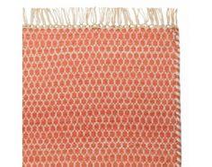 """WOHNEN - Teppich """"Mazan"""" (Orange/Weiß mit Wabenmuster; Schussfaden: Wolle, Kettfaden: Baumwolle) - via Urbanara (130€)"""