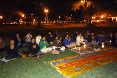 20/07/2010: Frente a la Embajada de China, practicantes de Lima hicieron duelo por los practicantes muertos durante los once años de la persecución.