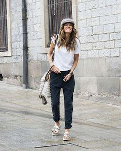Instagram media by rebelattitude - ¡Buenos días! Horas caminando con mis nuevos pantalones baggy de @the_amity_company. Look cómodo y simple. De los que a mí me gustan 😘