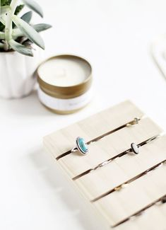 DIY Ring Display The Merrythought Source by viewfromhereis Trash To Couture, Mothers Day Rings, Diy Mothers Day Gifts, Custom Jewelry, Diy Jewelry, Jewelry Holder, Jewelry Box, Handmade Jewelry, Diy Rangement