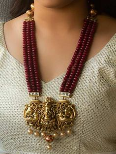 This necklace is made of red coloured beads with a a traditional look pendant from our ANKH – Temple Collection. This long necklace set is a perfect one to pair with your traditional outfits. Pearl Necklace Designs, Jewelry Design Earrings, Beaded Jewelry Designs, Bead Jewellery, Jewelry Patterns, Necklace Set, Pendant Jewelry, Jewelry Necklaces, Gold Temple Jewellery