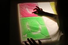 2 Flowers Learn: coloured gel bags on the light panel. Sensory Activities, Infant Activities, Activities For Kids, Activity Ideas, Sensory Play, Panel Led, Light Panel, Reggio Emilia, Light Board