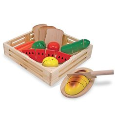 This pretend play food set can provide hours of entertainment for your child. The Cutting Food - Wooden Play Food by Melissa & Doug is tons of fun! Toys R Us, Dango Peluche, Wooden Play Food, Play Food Set, Play Sets, Wooden Storage Boxes, Melissa & Doug, Free Fun, Pretend Play