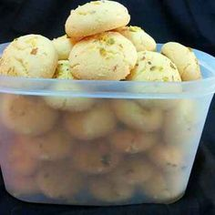 Nankhatai by Subashini Murali - Nankhatai Recipe – Learn how to make Nankhatai Step by Step, Prep Time, Cook Time. Indian Dessert Recipes, Indian Sweets, Indian Recipes, Goan Recipes, Pakistani Recipes, Indian Snacks, Tea Cakes, Biscotti, Macarons