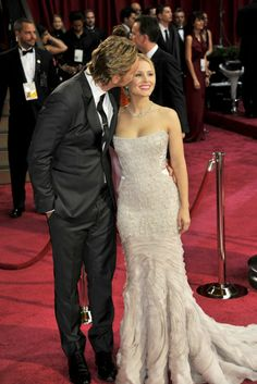 """Kristen Bell talks about the """"Veronica Mars"""" movie + more. Celebrity Couples, Celebrity Style, Celebrity Crush, Hollywood Red Carpet, Veronica Mars, Red Carpet Ready, Kristen Bell, Beaded Gown, 2000s Fashion"""