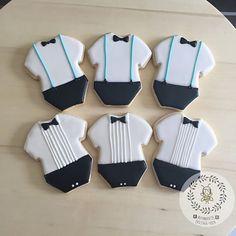 Este listado está para 12 galletas (4 galletas por diseño) Bigote Bebé mono Corbata de lazo Si desea un diseño concreto, ni cambian de color ni nada, por favor convo. Estoy feliz de ayudar. :) Cada galleta es embalado individualmente en bolsa de cello. Ingredientes: mantequilla sin