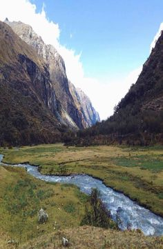 Laguna 69 lies within the Cordillera Blanca of Peru, the heart of the Ande mountains. Complete guide to Laguna 69 in Huaraz, Peru. Cheap Web Hosting, Ecommerce Hosting, Mountains, Pictures, Travel, Mountain Range, Photos, Trips, Traveling