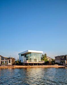 Huis ontworpen door Richard Meier. Voor meer interieur inspiratie kijk ook eens op http://www.wonenonline.nl/