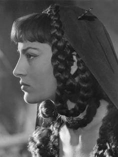 Irene Papas as Grune in 'Attila' 1954 directed by Pietro Francisci Hollywood Glamour, Hollywood Actresses, Actors & Actresses, Aphrodite, Irene Papas, Greek Model, Zorba The Greek, Divas, Dark Look