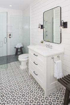 Charming black and white bathroom