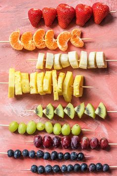 Colorful fruit skewers | These are the perfect treat for a summer bbq or kids birthday party | More healthy recipes on blog.hellofresh.com