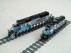 /by Mad physicist #flickr #LEGO #MAERSK #locomotive