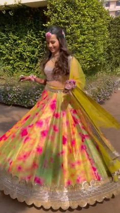 Party Wear Indian Dresses, Designer Party Wear Dresses, Indian Gowns Dresses, Indian Bridal Outfits, Indian Bridal Fashion, Indian Bridal Wear, Indian Fashion Dresses, Pakistani Bridal Dresses, Dress Indian Style