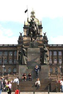 Prague city...Museum a socha Sv. Vaclava