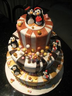 Penguin cake!, why didnt I have this @ my wedding!