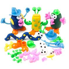 These dough character pieces are great value and make a super easy #InvitationToPlay with #PlayDough. #PlayDoughToolOfTheDay