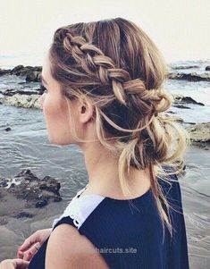 Beautiful Top saved braid includes this idea for a Dutch-style braid paired with a low messy bun. The post Top saved braid includes this idea for a Dutch-style braid paired with a low mes… app ..