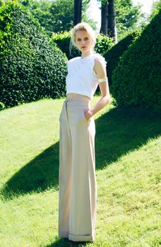 Adding wide leg pants to the crop top create a sophisticated, yet fun look. #croptop #stylecablestyle