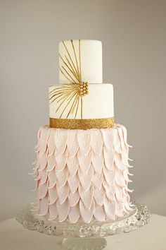 Gold Wedding Cakes 30 Most Creative and Pretty Wedding Cake Inspiration Pretty Wedding Cakes, Wedding Cake Designs, Pretty Cakes, Cute Cakes, Art Deco Wedding Cakes, Cake Wedding, Wedding Cupcakes, Art Deco Cake, Cake Art
