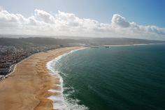 on domine l'Atlantique depuis les falaises, avec une vue imprenable sur l'immense plage relativement récente qui permit aux pêcheurs de s'in...- Portugal