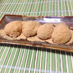 Miki Sanoの料理 枝豆のシーズンなので ずんだおはぎ 梅干し多様に傷み避けしました。きな粉バージョン