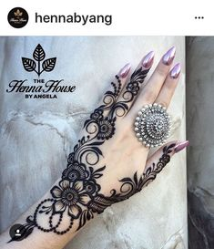 Simple Mehendi designs to kick start the ceremonial fun. If complex & elaborate henna patterns are a bit too much for you, then check out these simple Mehendi designs. Mehndi Designs Finger, Henna Hand Designs, Mehndi Designs 2018, Mehndi Designs For Fingers, Mehndi Design Pictures, Arabic Mehndi Designs, Bridal Mehndi Designs, Henna Tattoo Designs, Mehandi Designs