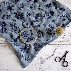 リネンバードさんの上質なリネン50×50cmクロスに、 チャコインクを印刷した刺繍キット。 お陰様で初回完売!再入荷はウェブで12月頃だそうです。  #embroidery #刺繍 #dmc #handmade #needlework #linen #stitch #刺绣 #樋口愉美子