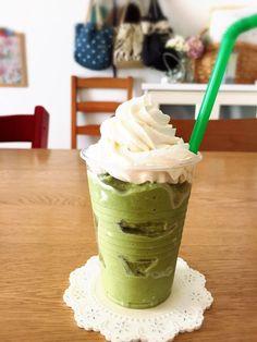 おはようございますご訪問ありがとうございます料理家・フルート奏者の稲垣飛鳥ですきのうテレビで紹介した抹茶フラペチーノのレシピです抹茶フラペチーノレシピを公表す… Snack Recipes, Cooking Recipes, Snacks, Lego Food, Low Carb Sweets, Coffee Shop Design, Starbucks Drinks, Milk Tea, How To Make Cake