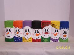 using scalloped edging brick Wood Log Crafts, Brick Crafts, Brick Projects, Cute Snowman, Snowman Crafts, Snowmen, Snowman Faces, Painted Pavers, Painted Rocks
