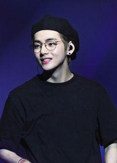 Love Yourself Tour in Berlín 2018 Daegu, Kim Taehyung, Namjoon, Jimin 95, Tour Berlin, V Bts Cute, Bts Kim, V Bts Wallpaper, Bts 2018