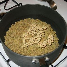 lentils in pan on stove How To Cook Lentils, Thing 1, Healthy Recipes, Healthy Dinners, Vegan Vegetarian, Macaroni And Cheese, Slow Cooker, Oatmeal, Stove