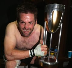 New Zealand's Richie McCaw with the Rugby Championship trophy Richie Mccaw, Nz All Blacks, Dan Carter, Rugby Championship, Super Rugby, Six Nations, Kiwiana, Rugby World Cup, Crusaders