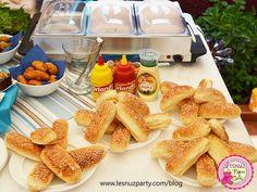 Mini perritos calientes mesa merienda - Mini Hot dogs snacks table