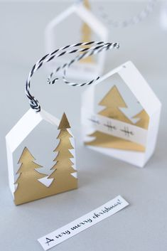 Make delicate paper houses as tree decorations yourself DIY: Making delicate paper houses as tree ornaments yourself. The post Make delicate paper houses as tree decorations yourself appeared first on DIY Fashion Pictures. Noel Christmas, Christmas Crafts, Christmas Ornaments, Christmas Events, Paper Ornaments, Vintage Christmas, Christmas Ideas, Recycled Crafts, Diy And Crafts