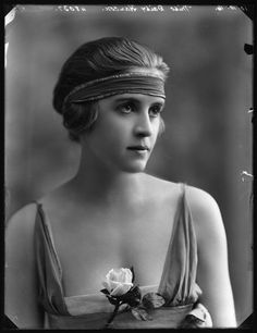 The 'flapper' bandeau is so closely associated with Twenties fashion that it has become stereotyped (in spite of the fact that I've very rarely seen photographs of women from that era wearing them!) So it's interesting to see this take on the look - from 1916.