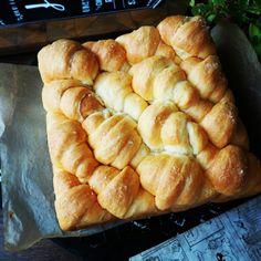 明日の運動会に❤️ふわんふわん染みじゅわ~♪塩パンちぎりパン❤️   しゃなママオフィシャルブログ「しゃなママとだんご3兄弟の甘いもの日記」Powered by Ameba Diet Recipes, Cooking Recipes, Sweet Buns, Bread Toast, Bread And Pastries, Bread Baking, Dog Treats, Hot Dog Buns, Bakery