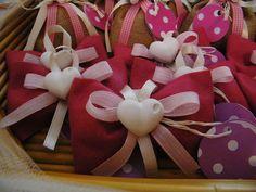 sacchettini in pannolenci, con gessetto calamita a forma di cuore! Tutto handmade!