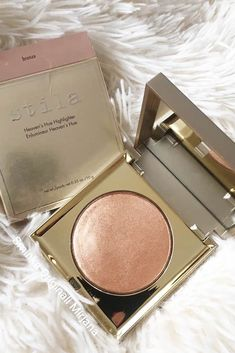 The Top 10 Highlighters Now that you know where to apply highlighter to achieve the desired effect, it's time to choose the best highlighter that meet. Jeffree Star Highlighter, Best Highlighter Makeup, Becca Highlighter, Highlighters, Where To Apply Highlighter, Everyday Makeup Tutorials, Rose Gold Makeup, Palette, Makeup