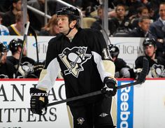 Former Dallas player, Brenden Morrow, lookin good in a Pens uniform 3/26/13 vs Montreal