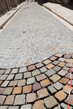 Wonderful driveway paving - look at our write-up for even more choices! Cobblestone Driveway, Driveway Paving, Driveway Design, Paver Walkway, Driveway Landscaping, Stone Walkway, Brick Pavers, Paving Stones, Patio Stone
