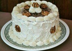 Layer cake de café y nueces.  Coffee and nuts layer cake.