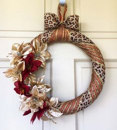 How to make a gorgeous wreath for unconventional and unique Christmas decor from designer Tammy with help from the Mini Bowdabra