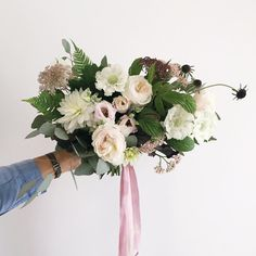 I like this bouquet shape/size, but not the color of the ribbons