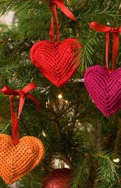 Best Free Crochet » Free Decorative Hearts Crochet Pattern from RedHeart.com #238 ✭Teresa Restegui http://www.pinterest.com/teretegui/ ✭
