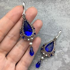 New on Etsy! #blueearrings #beadedearrings #elegantearrings #swarovskiearrings #bluebeadedearrings #swarovskiwanderlust #rosegoldearrings