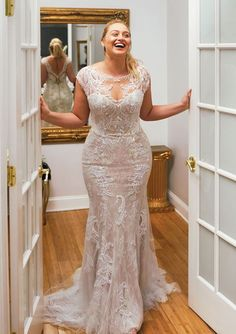 Justin Alexander - Style Hand Beaded Lace Applique Fit and Flare Dress A. - Bridal Gowns Justin Alexander - Style Hand Beaded Lace Applique Fit and Flare Dress A. Plus Size Wedding Gowns, Dream Wedding Dresses, Designer Wedding Dresses, Bridal Dresses, Curvy Wedding Dresses, Size 12 Wedding Dress, Plus Size Brides, Beaded Wedding Dresses, Full Figure Wedding Dress