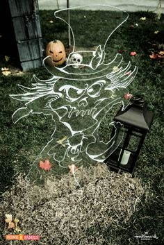 DIY Friday: Decorate Your Home for Halloween with a Plexiglass Ghost! Halloween Outside, Outdoor Halloween, Halloween Ghosts, Halloween Crafts, Halloween Decorations, Halloween 2020, Halloween Stuff, Halloween Ideas, Halloween Party Favors