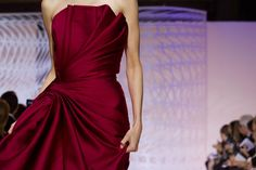 Style Couture, Couture Details, Haute Couture Fashion, Zuhair Murad, Red Carpet Gowns, Red Gowns, Burgundy Gown, Outfit Look, Dress Picture