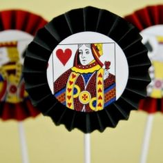 (diy tutorial) vegas accordion cupcake toppers - See Vanessa Craft Las Vegas Party, Vegas Theme, Casino Night Party, Casino Theme Parties, Vegas Casino, Playing Card Crafts, Playing Cards, Poker Party, Mad Hatter Tea