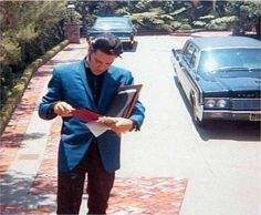 1967 5 07 Elvis at CA home 1174 Hillcrest Drive.